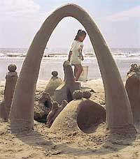 Sand arch (Sand sculpture and image by Larry Nelson)