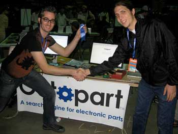 Sam receiving award from Bre Pettis at the Maker Faire